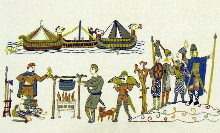 Норвежцы, которые стерегли корабли, устремились на помощь своим.